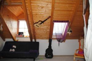 Grosses Zimmer Dachgeschoss - Sonniges Reihenhaus mit liebevoll angelegtem Garten, Markt Schwaben