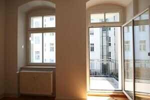 Blick zum Balkon - Zweizimmerwohnung Berlin, Helmholtzplatz sowie Kollwitzplatz direkt nebenan