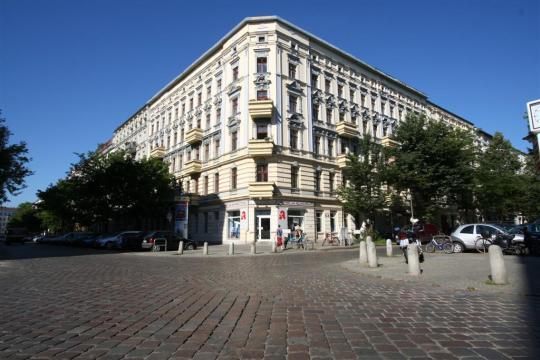Denkmalgeschützte Zweizimmerwohnung Helmholtzplatz Berlin