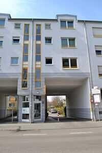 Hauseingang - 1-Zi-Wohnung mit sonnigem Westbalkon