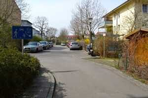 Ausblick zur ruhigen Rückseite - 1-Zi-Wohnung mit sonnigem Westbalkon