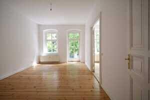 Zimmer Balkon Stuckaltbau Winskiez top modernisiert