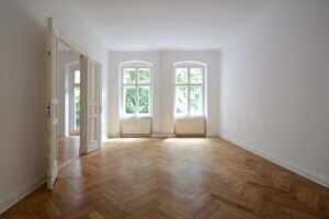Zimmer Stuckaltbau Winskiez top modernisiert