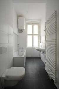 Badezimmer Stuckaltbau Winskiez top modernisiert