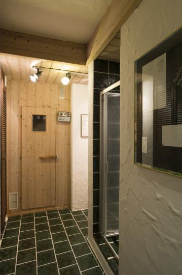 exklusives einfamilienhaus mit gro em wellnesbereich und schwimmbad cwc immobilien. Black Bedroom Furniture Sets. Home Design Ideas