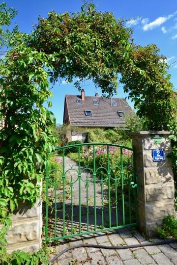 Einfamilienhaus auf eingewachsenen Südgrundstück in Neufarn-Vaterstetten
