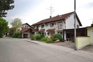 Modernisierte Doppelhaushälfte Grasbrunn - Hausansicht