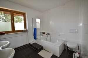 Modernisierte Doppelhaushälfte Grasbrunn - Badezimmer