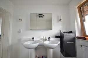 Modernisierte Doppelhaushälfte Grasbrunn - Badezimmer 2