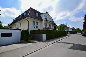 Haus mit TG-Zufahrt, DG-Maisonette Wohnung Bestlage Waldtrudering