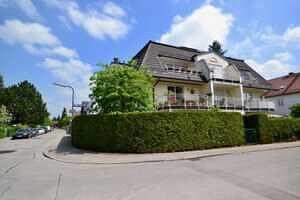 Hausansicht, Ansicht II, DG-Maisonette Wohnung Bestlage Waldtrudering