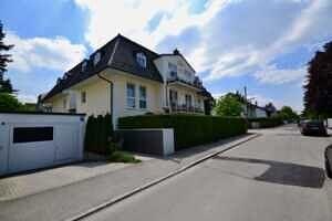 Haus mit TG-Zufahrt, Ansicht II, DG-Maisonette Wohnung Bestlage Waldtrudering