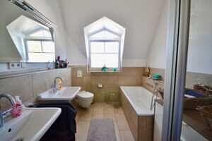 Badezimmer, DG-Maisonette Wohnung Bestlage Waldtrudering