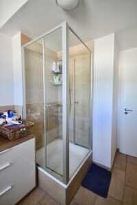 Badezimmer, Ansicht V, DG-Maisonette Wohnung Bestlage Waldtrudering