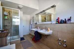 Badezimmer, Ansicht VI, DG-Maisonette Wohnung Bestlage Waldtrudering