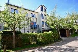 Hausansicht II Eingangsseite, Wohnung mit Südwestbalkon und Garten in Kirchseeon