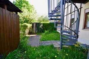Wendeltreppe in den Garten, Wohnung mit Südwestbalkon und Garten in Kirchseeon