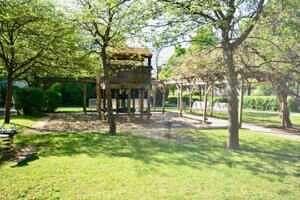 Spielplatz, Ansicht II, Wohnung mit Südwestbalkon und Garten in Kirchseeon