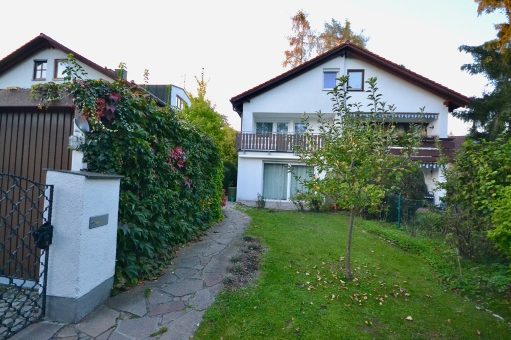 Schöne modernisierte Doppelhaushälfte in ruhiger und zentraler Lage Vaterstettens
