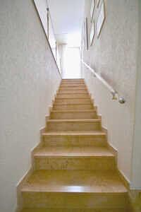 DHH Baldham: Treppe ins Obergeschoss