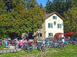 Ebersberger Forst: Forsthaus St. Hubertus mit Biergarten