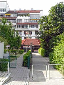Fußweg an der Martin-Luther-Straße in Kirchheim