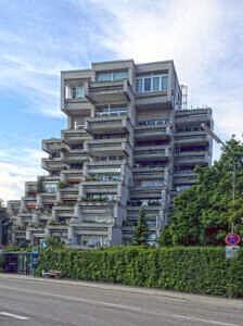 Putzbrunn - Wohnblock aus den Siebzigern