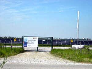 Einfahrt zum Solarpark Salmdorf