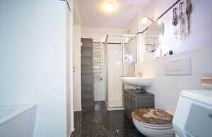 DG-Maisonette-Wohnung Gronsdorf: Badezimmer