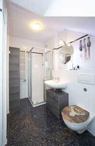 DG-Maisonette-Wohnung Gronsdorf: Badezimmer, Ansicht 2