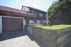Zufahrt - Großzügige Doppelhaushälfte mit Einliegerwohnung in Vaterstetten