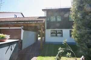 Eingang zum Haus - Großzügige Doppelhaushälfte mit Einliegerwohnung in Vaterstetten