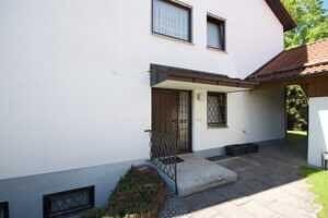 Hauseingang - Großzügige Doppelhaushälfte mit Einliegerwohnung in Vaterstetten