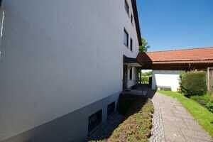 Weg zur Garage - Großzügige Doppelhaushälfte mit Einliegerwohnung in Vaterstetten