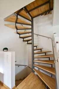 Treppe ins Obergeschoss - DHH Zorneding zentral
