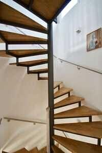Treppe ins Obergeschoss, Ansicht 2 - DHH Zorneding zentral
