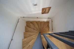 Treppe - DHH Zorneding zentral