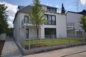 Hausansicht - Erstbezug - Exklusive Erdgeschosswohnung mit 210 qm XXL Garten