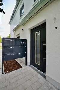 Hauseingang - Erstbezug - Exklusive Erdgeschosswohnung mit 210 qm XXL Garten
