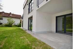 Südost-Terrasse - Erstbezug - Exklusive Erdgeschosswohnung mit 210 qm XXL Garten