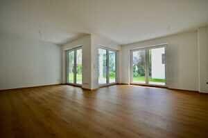Wohnzimmer - 31 qm - Erstbezug - Exklusive Erdgeschosswohnung mit 210 qm XXL Garten