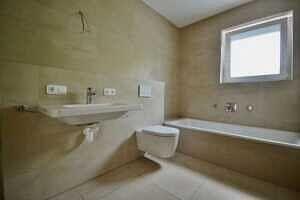 Badezimmer 7,0 qm - Erstbezug - Exklusive Erdgeschosswohnung mit 210 qm XXL Garten